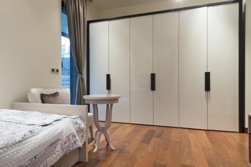 Closet pequeno unyca moveis planejados for Closet de dormitorio