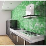 cozinha planejada com cooktop em Guarulhos