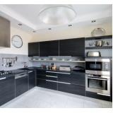 cozinha planejada com fogão embutido no Aeroporto